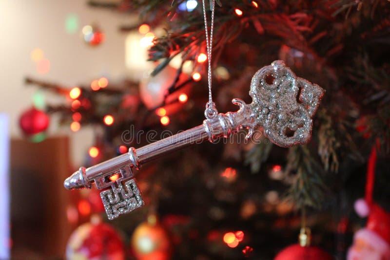 Julgranen blänker nyckel- garnering arkivfoto