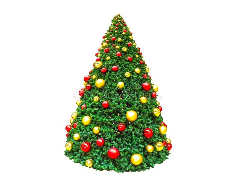 Julgranen dekorerade med röda och guld- bollar som isolerades på vit bakgrund arkivfoto