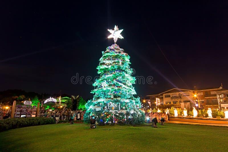 Julgranen den Gramado staden, Rio Grande gör Sul - Brasilien royaltyfria foton
