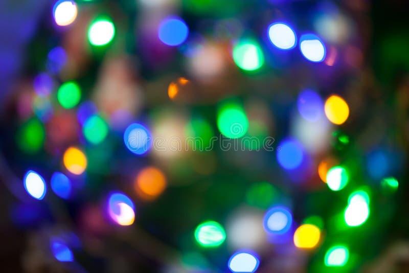 Julgranen tänder Bokeh som är suddig ut ur fokusbakgrund arkivfoton