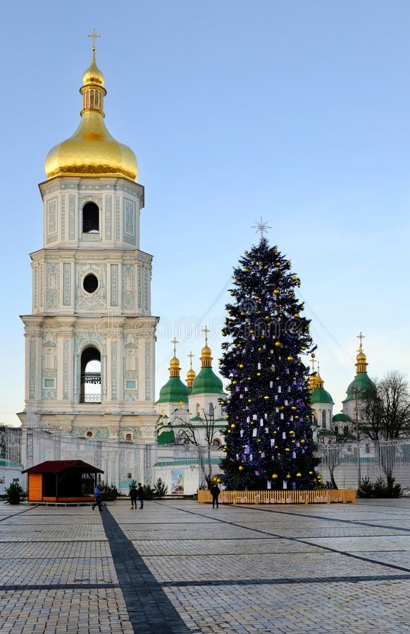 Julgranuppsättning på den Sofievskaya fyrkanten December 26, 2017, Kiev, Ukraina arkivfoton