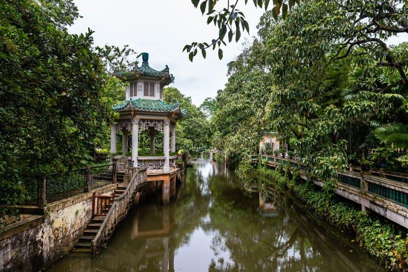 """Juli 2017 †""""Kaiping, China - Fluss in Komplex Li-Garten Kaipings Diaolou, nahe Guangzhou stockbild"""