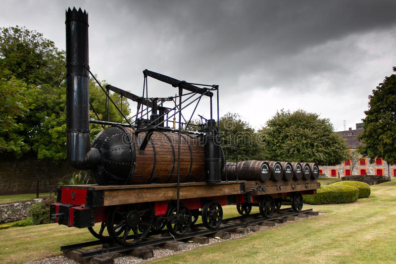 29 juli, 2017, Distillateursgang, Midleton, Co-Cork, Ierland - Kleine leveringstrein in Jameson Experience royalty-vrije stock afbeeldingen