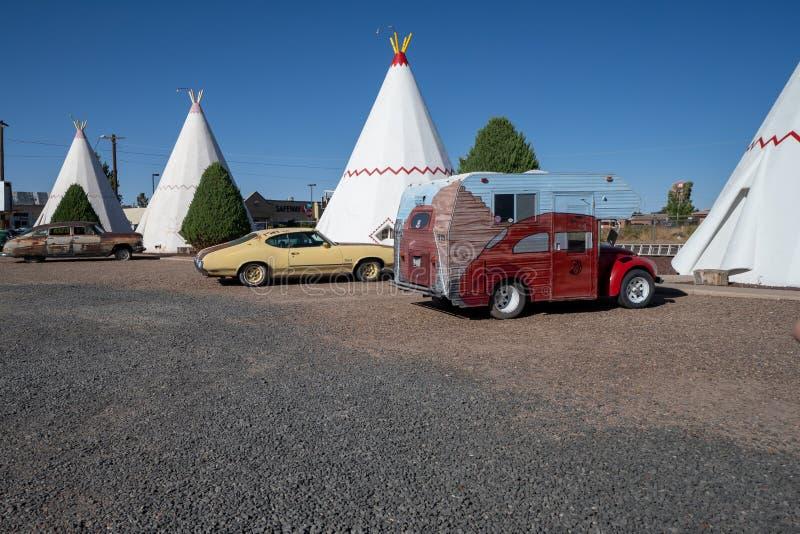 2. JULI 2018 - HOLBROOK ARIZONA: Das Wigwammotel entlang Route 66 in Arizona stockfotografie