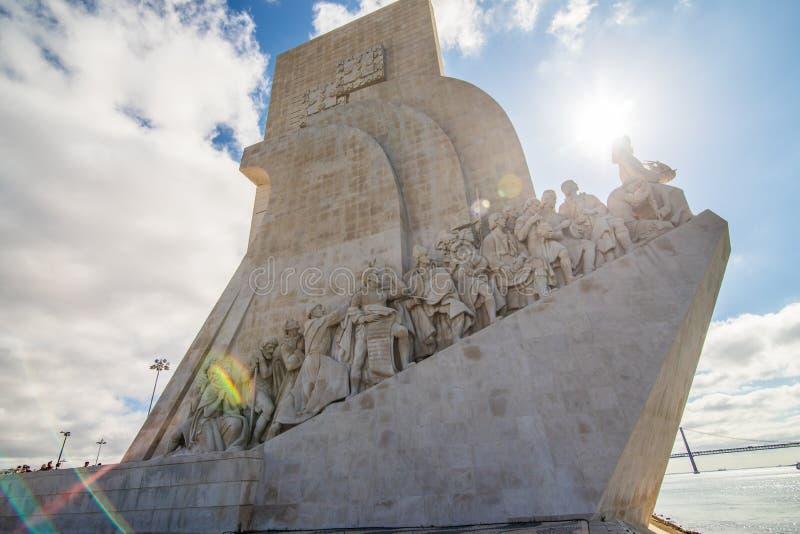 10 Juli 2017 - Lissabon, Portugal monumentet till upptäckterna i Belem Lissabon fotografering för bildbyråer