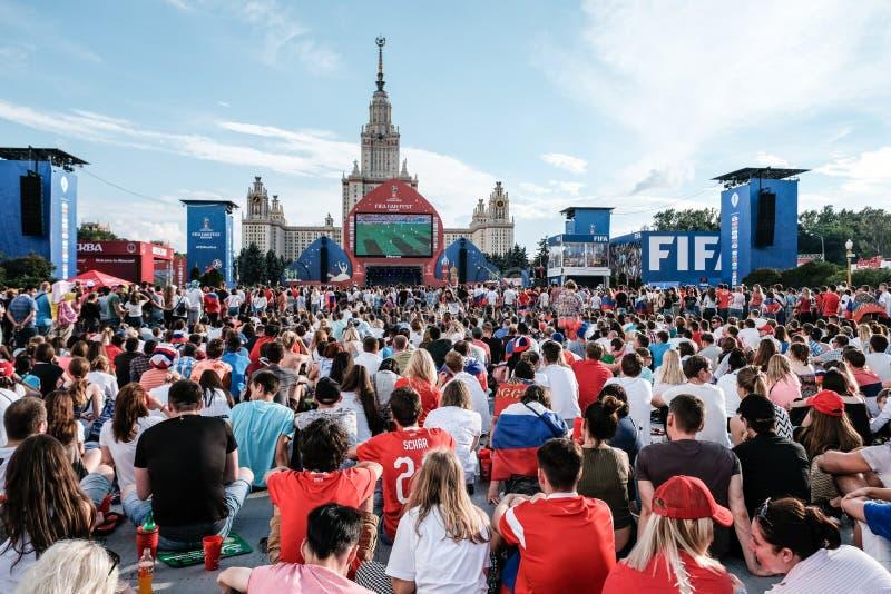 1. Juli 2018 Moskau, Russland Russische Anhänger feiern stockbild