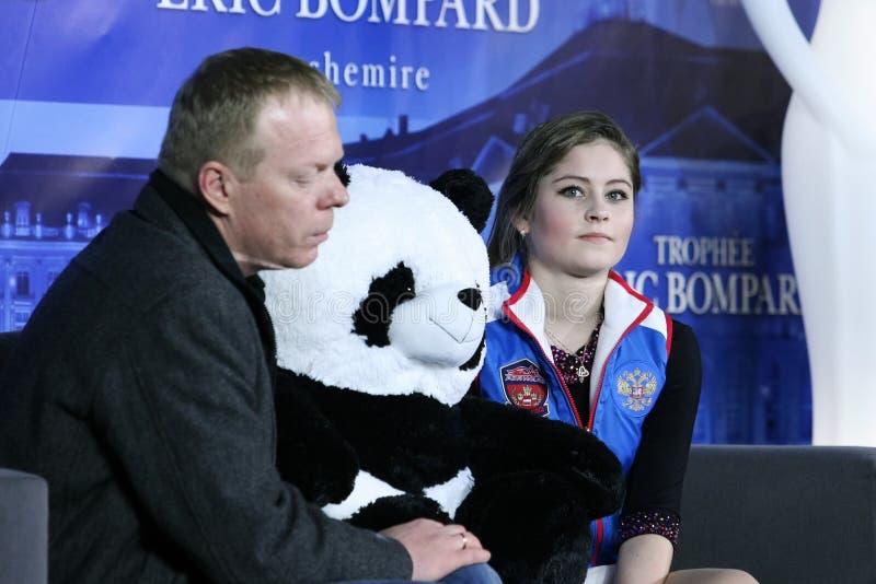 Julia LIPNITSKAIA (RUS) et son deuxième entraîneur Sergei Dudakov image stock