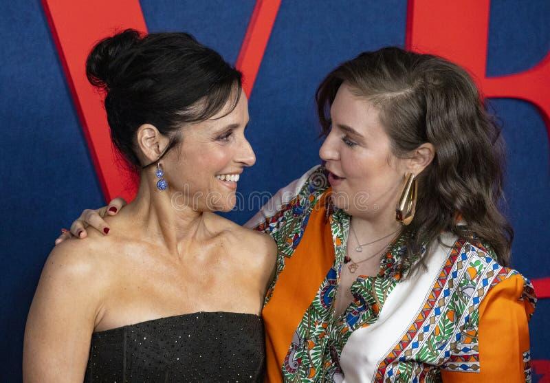 Julia Louis-Dreyfus e Lena Dunham fotos de stock royalty free
