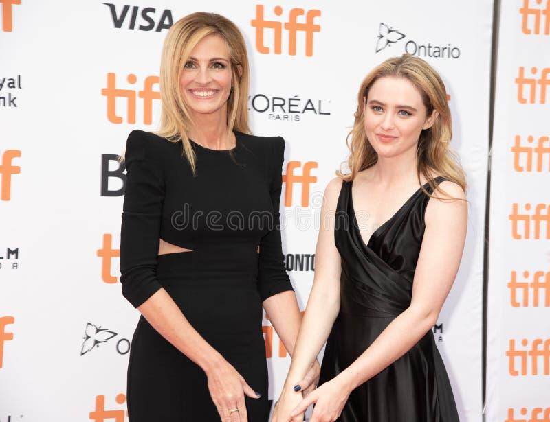 Julia Roberts och Kathryn Newton på premiären av Ben Is Back på tiff2018 royaltyfria bilder