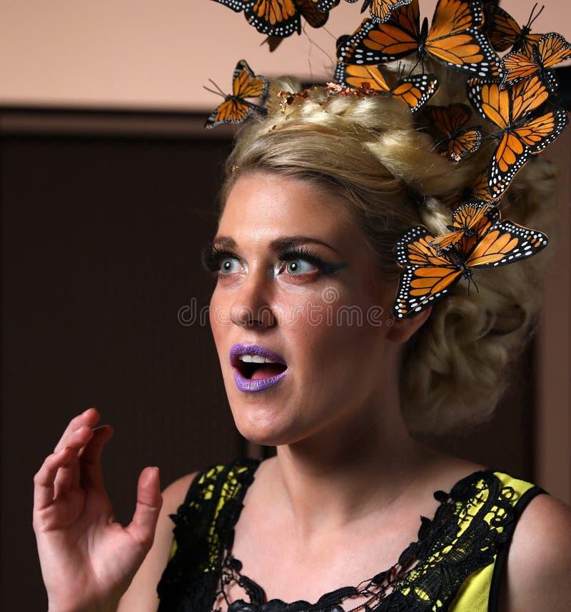 ¡Julie Ernes - el diseñar creativo del pelo de la mariposa!! ilustración del vector