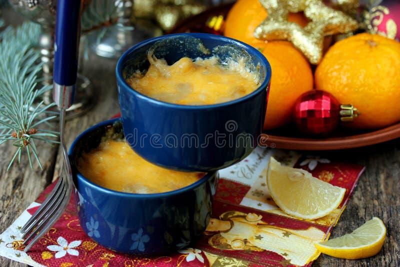 Julien с коркой сыра для рождественского ужина стоковое фото rf