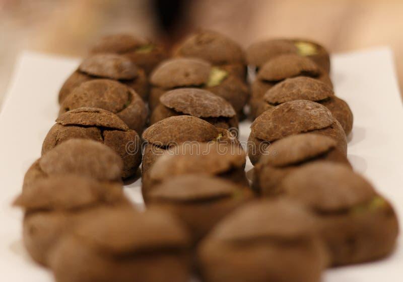 Julienne в свеже испеченном хлебе стоковая фотография