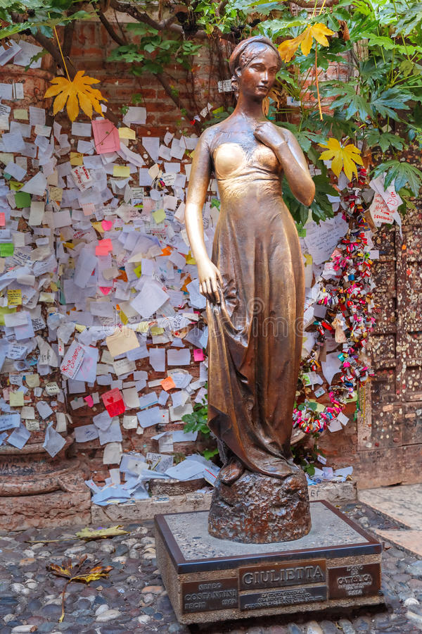 Juliet staue in Verona, Italy royalty free stock photos