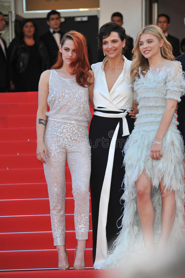 Juliette Binoche & Kristen Stewart & Chloe Grace Moretz arkivbilder