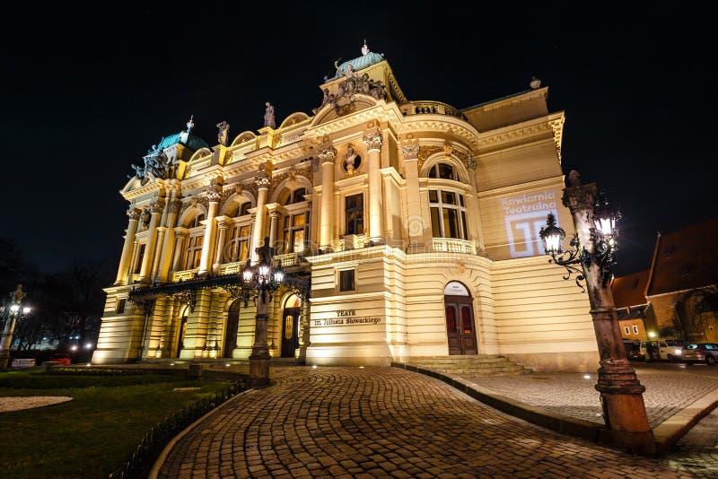 Το θέατρο Juliusz Slowacki στην παλαιά πόλης περιοχή στην Κρακοβία τή νύχτα, Πολωνία στοκ φωτογραφίες