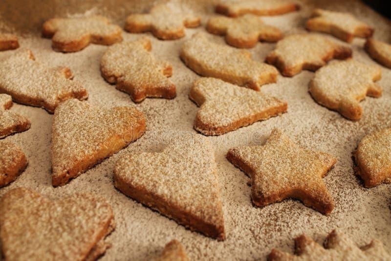 Julkakor med pulversocker arkivfoton