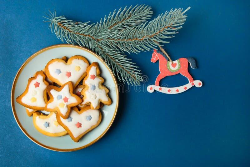 Julkakor med vit glasyr arkivbild