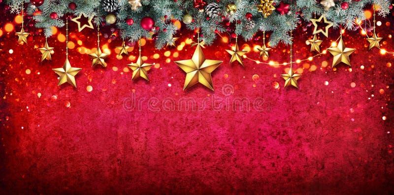 Julkort - gran Garland With Hanging Stars royaltyfria bilder