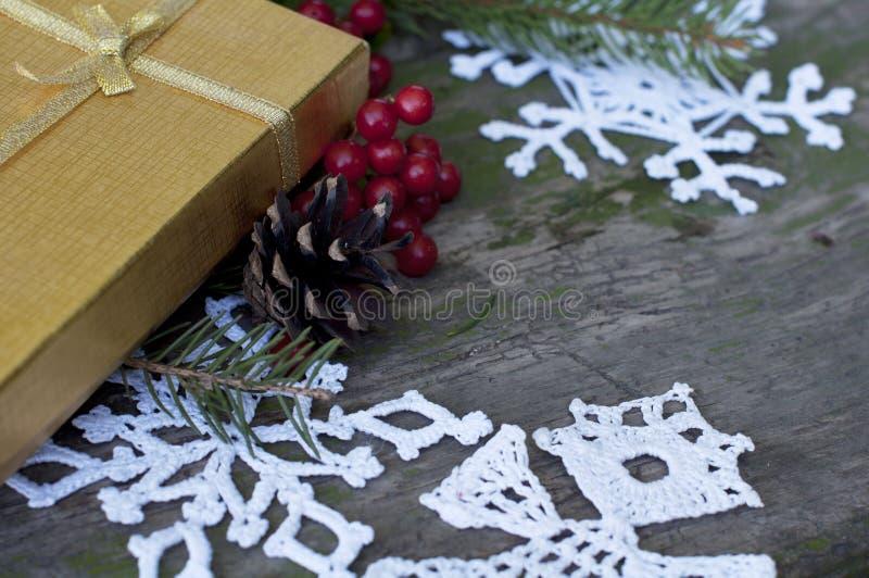 Download Julkort Med Gåvan Och Dekoren Arkivfoto - Bild av vitt, falla: 78731804