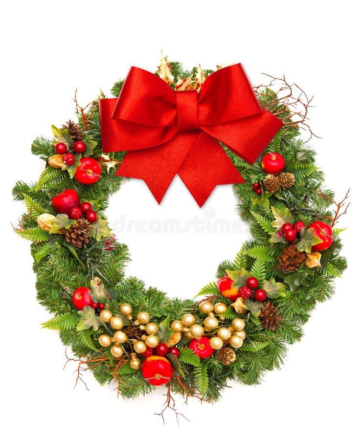 Julkran med det röda bandet och garneringen royaltyfri fotografi