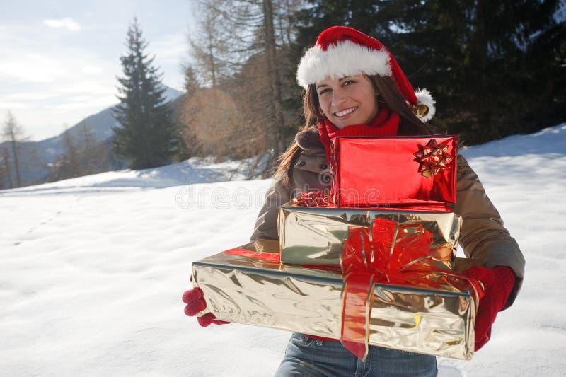 Julkvinna Med Gåvor Arkivbild