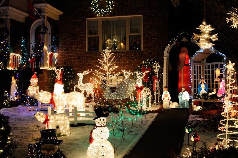 Jullampor och garneringar royaltyfria foton