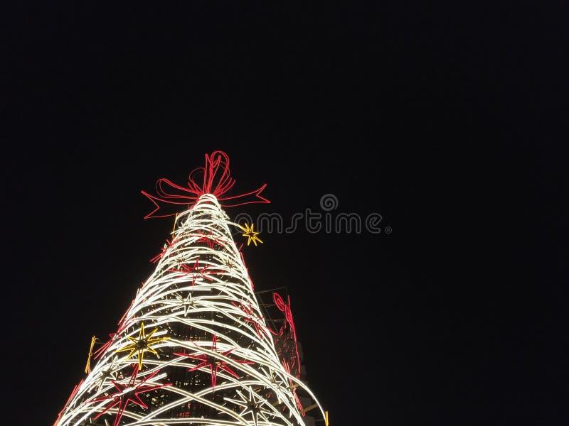 Julljus på nattbakgrund royaltyfri foto