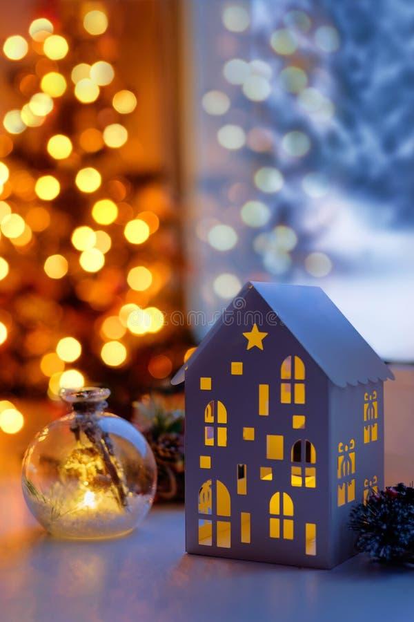 Jullykta med stearinljus Jullykta på jul e arkivfoton