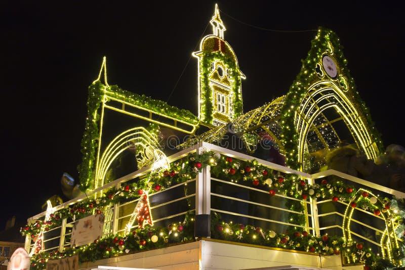 Jullynne på den gamla stadfyrkanten för natt, Prague, Tjeckien royaltyfri fotografi