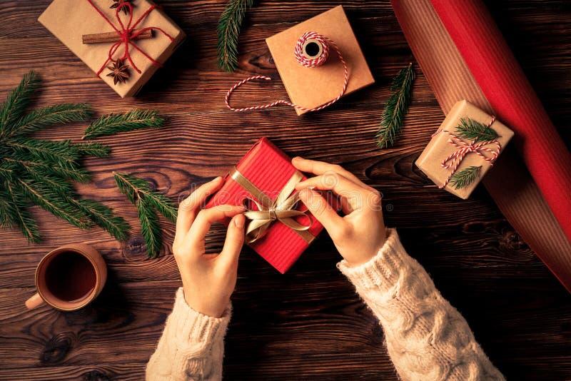 Jullynnebegrepp Festlig bakgrund för vinterferier royaltyfria foton
