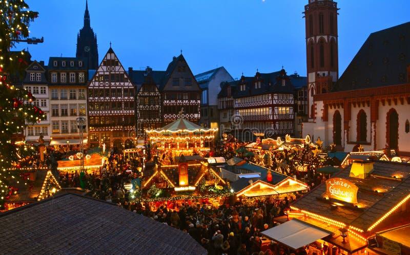 Julmarknad i den Frankfurt Tyskland royaltyfria foton