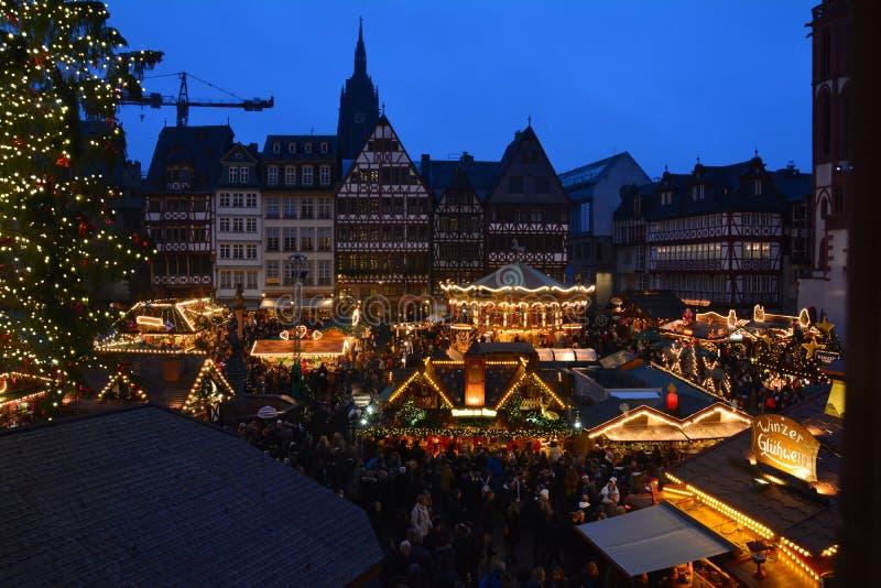 Julmarknad i den Frankfurt Tyskland arkivfoto