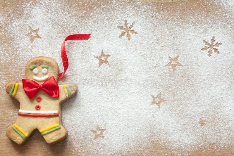 Julmatbakgrund med pepparkakamannen arkivfoton