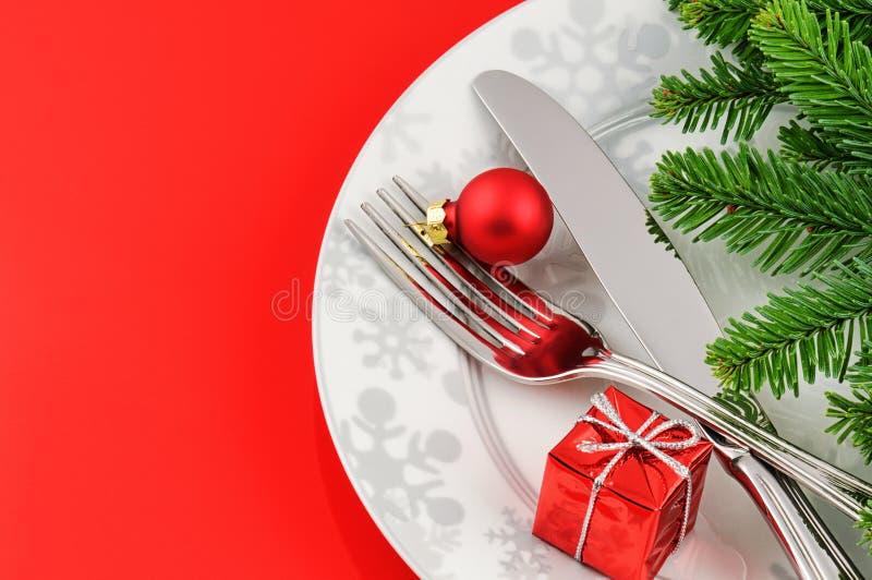 Julmenybegrepp på röd bakgrund arkivfoto
