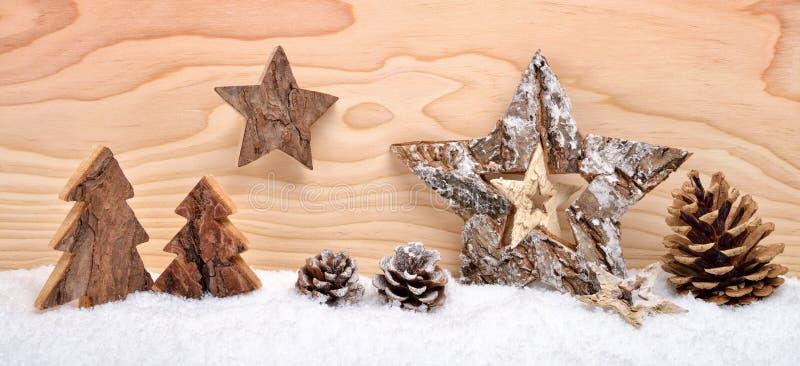 Julordning med trägarnering fotografering för bildbyråer