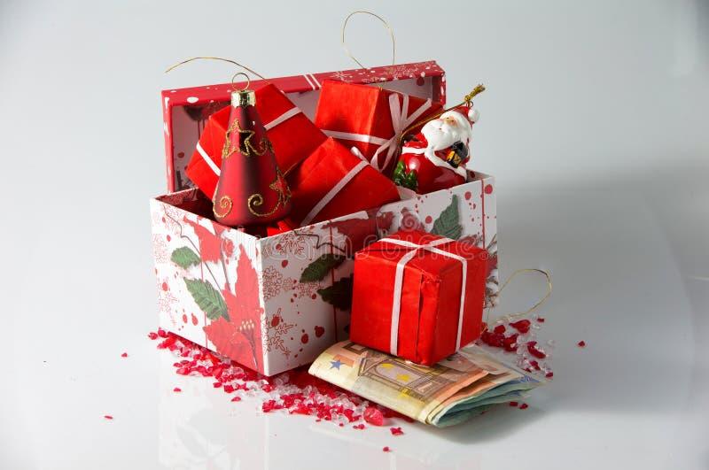 Julordningar och pengar arkivfoton