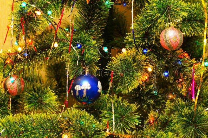 Julpälsfodra-tree arkivfoto