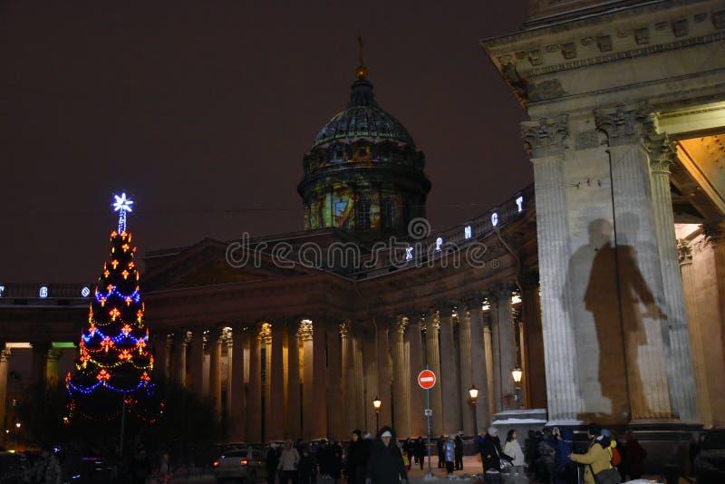 Julpynt för nd för Kazan symbolskyrka på den Nevsky utsikten royaltyfria foton
