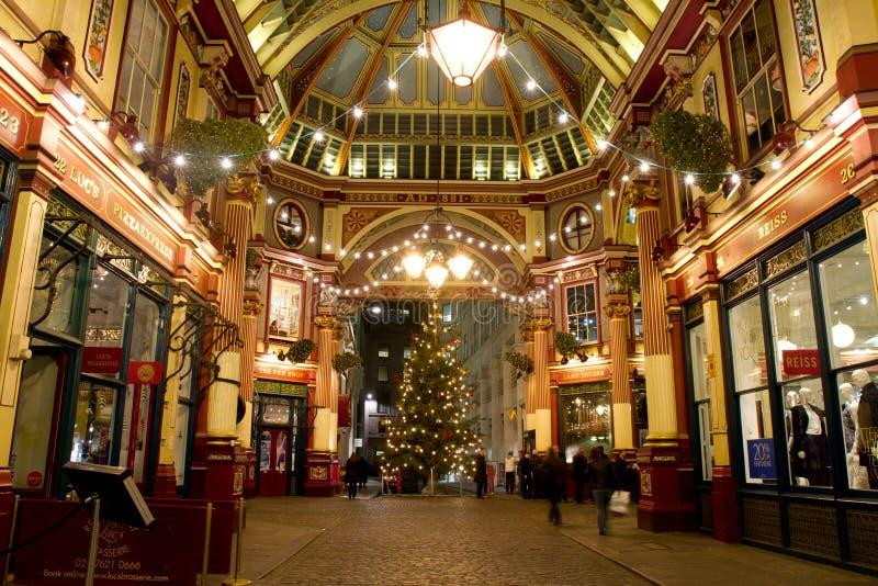Julpynt i London arkivbild