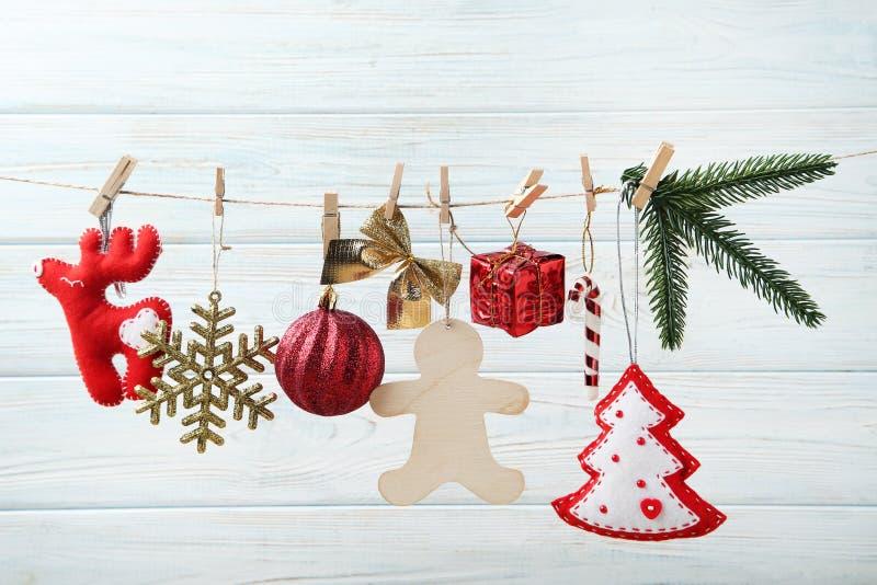 Julpynt med denträd filialen royaltyfri bild