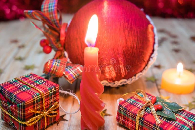 Julpynt och gåvor arkivfoton