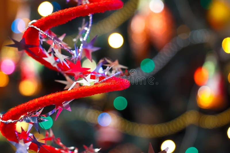 Julpynt på suddig julgranbakgrund royaltyfri bild