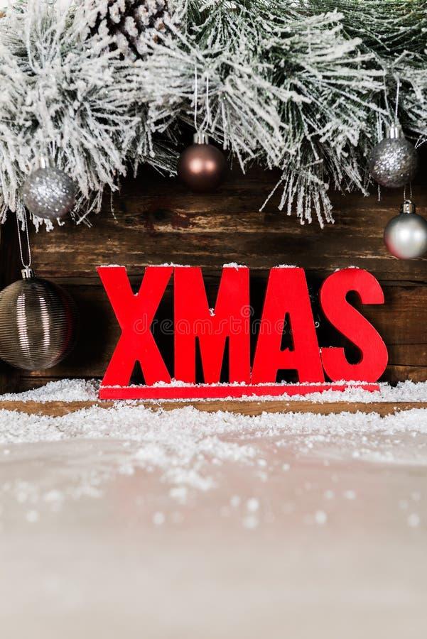 Julram från snöig pälsträdfilialer, träXmas-bokstav royaltyfria foton