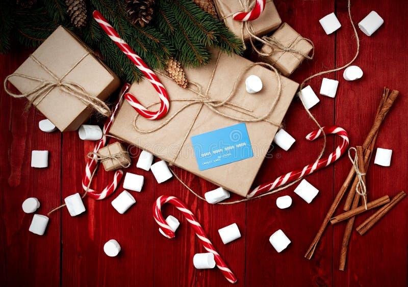 Julsammansättning, begrepp för nytt år, rabatter, kreditkort royaltyfri fotografi