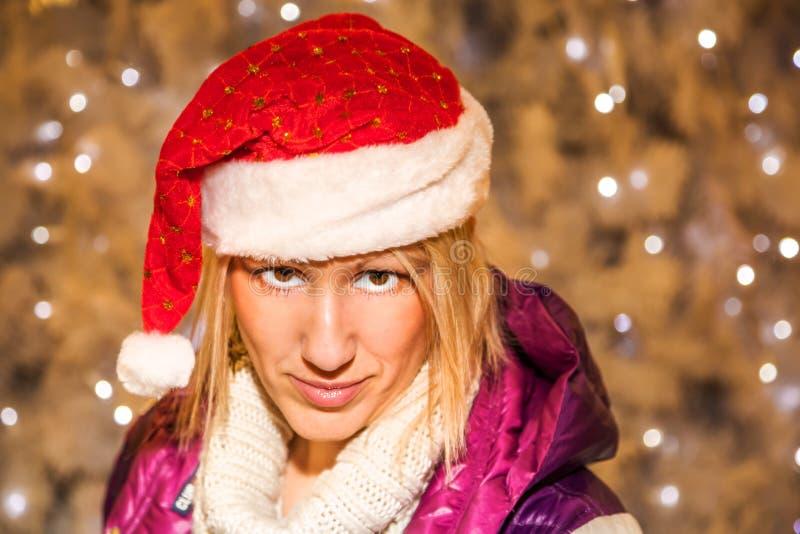 julsanta kvinna arkivfoton