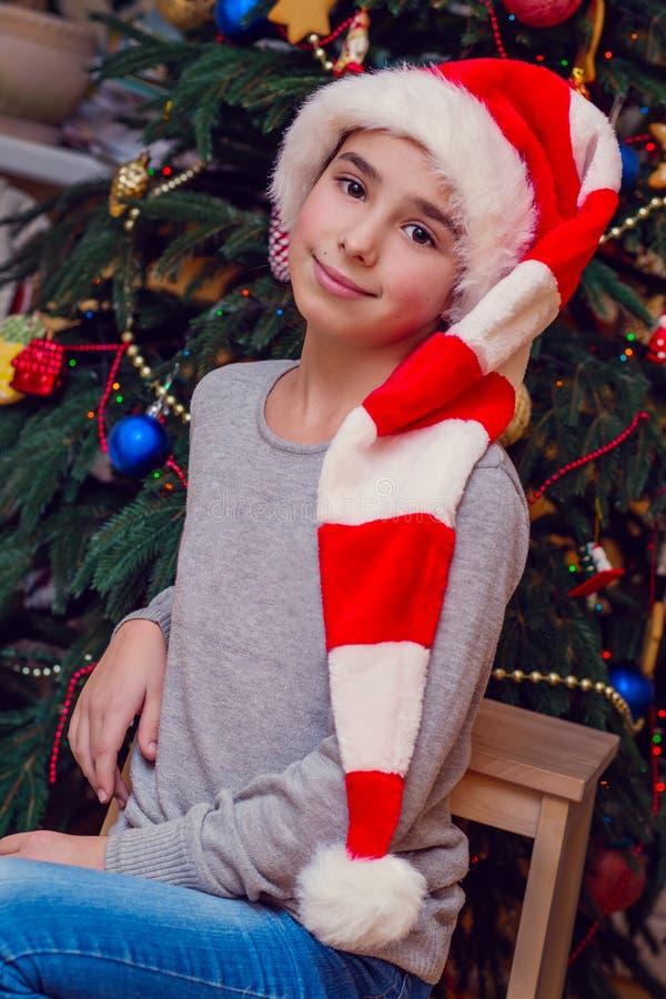 Julstående av flickan fotografering för bildbyråer