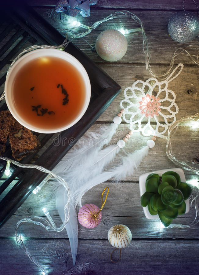 Julstilleben med te, ljus arkivbild