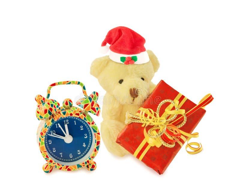 Jultomten för nallebjörn med gåvan och ringklockan på vit fotografering för bildbyråer