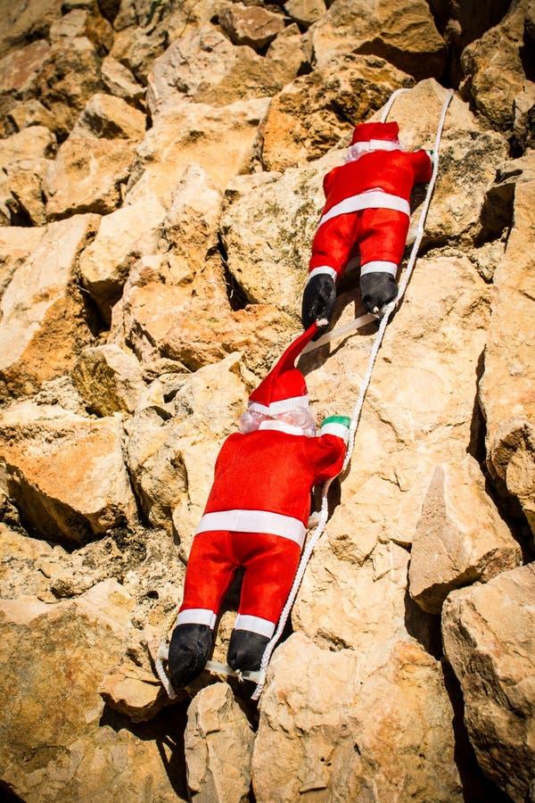 Jultomten på en vägg royaltyfria foton