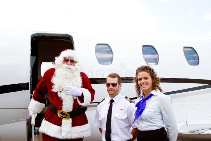 Jultomten som går ut flygplanet arkivfoto